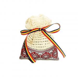 Saculet crosetat manual cu motive traditionale, Umplut cu flori de lavanda, crem, 7 x 9 cm
