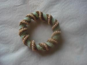 Bratara in spirala
