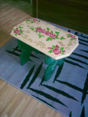 Scaun din lemn cu trandafiri