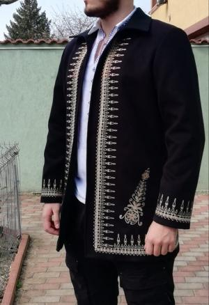 Pardesiu barbat brodat traditional