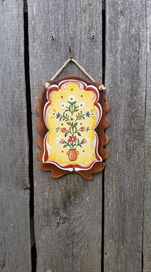Decoratiuni rustice pictate pe lemn